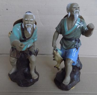 2 Japanese figures, no damage, rods missing