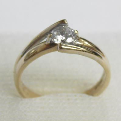9ct gold white stone solitaire ring, size N 1/2