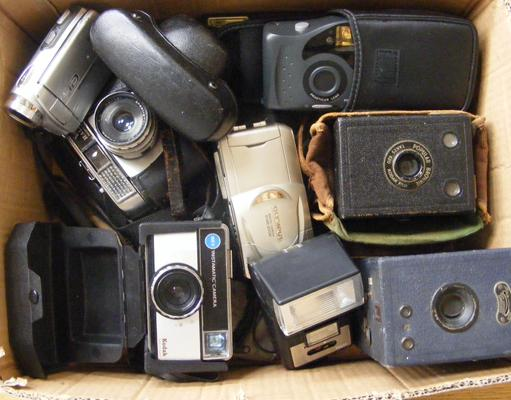 Collection of cameras incl. Kodak, Olympus etc.