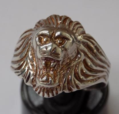 Vintage sterling silver lion ring, size T