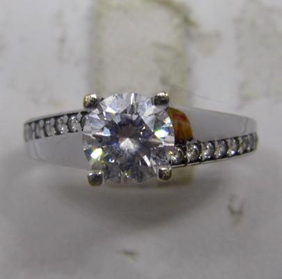 9ct white gold solitaire ring with accents - size L 1/2