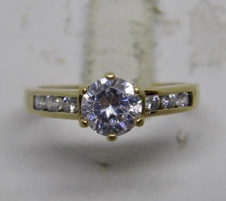 9ct gold solitaire ring with accents - size M