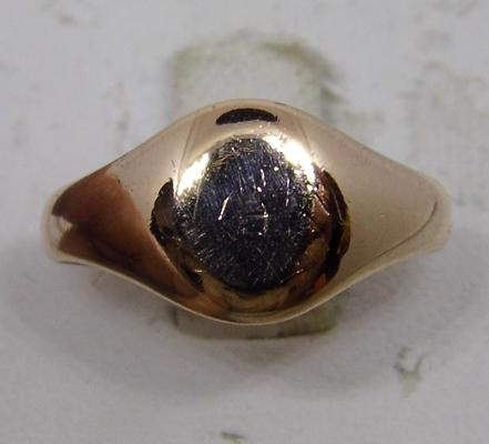 9ct gold signet ring - size P 1/4
