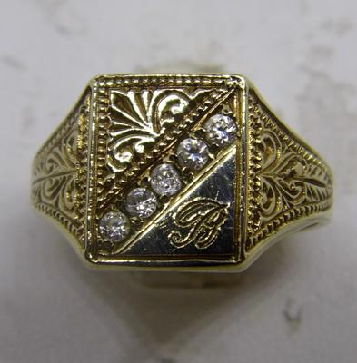 9ct gold signet ring with 'B' inscribed and white stones - Size Q 1/4