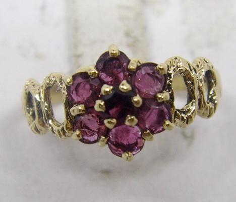 9ct gold amethyst cluster ring - size O 1/4