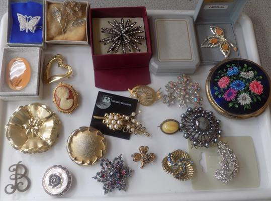 Assortment of vintage brooches