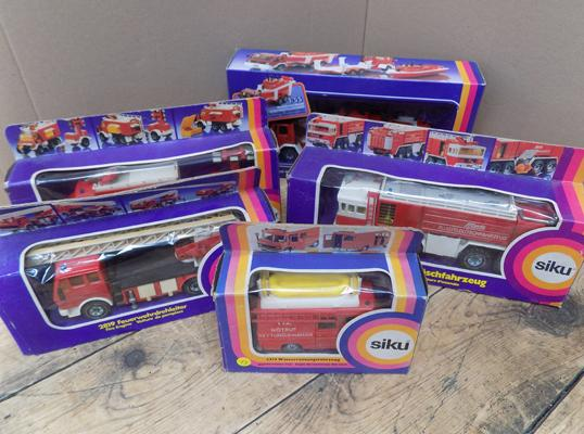 5 boxed Siku diecast fire engines