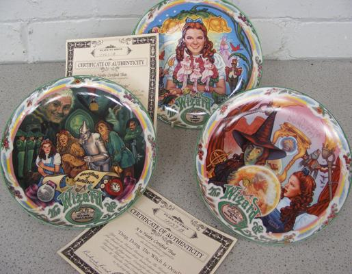 3 Wizard of Oz musical plates - 2 boxed
