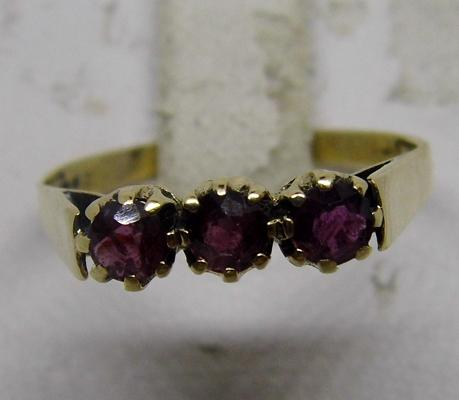 9ct gold amethyst ring - size P