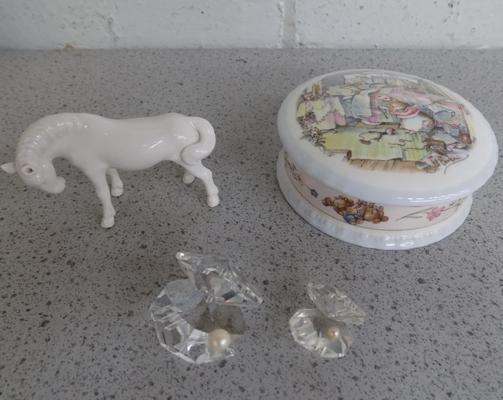 Royal Doulton trinket box with 2 Swarovski crystal oysters, plus horse