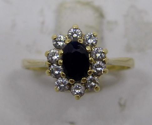 9ct gold sapphire cluster ring - size O