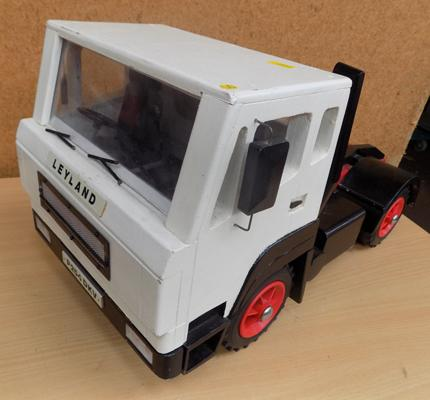 Handmade wooden lorry - quality piece tilting lab