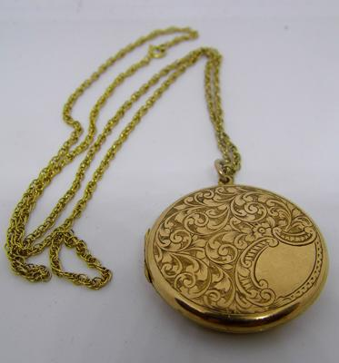 "9ct gold 22"" chain with large circular locket"