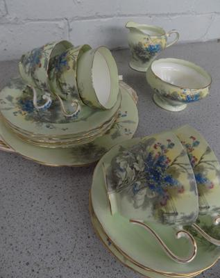 Collectable Aynsley teaset (incomplete), slight damage (6 saucers, 5 cups, 5 plates, small serving plate)