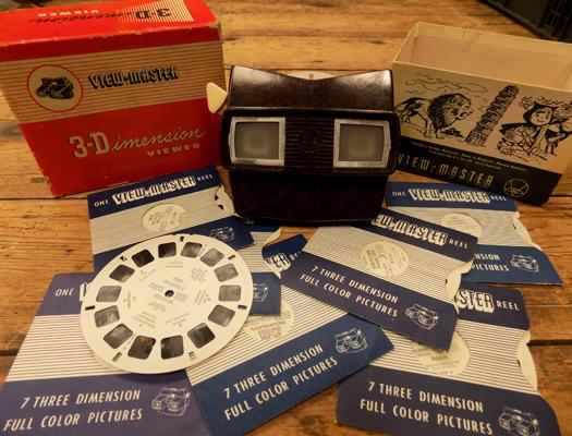 Vintage Bakelite Viewmaster, 3Dimension viewer, incl. 7 full colour photo reels