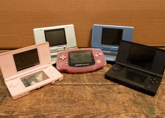 Selection of Gameboys, incl. DS Advance etc..., some working