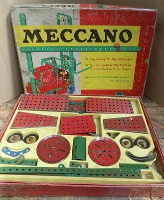 Vintage Meccano set; Outfit No6 red & green