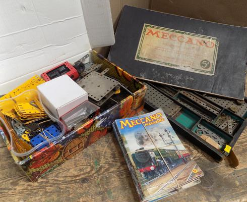 Large selection of loose Meccano, magazines & Accessory Outfit 5a
