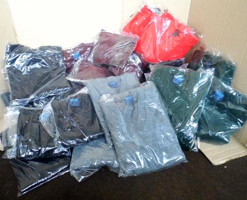 Box of 40 acrylic jumpers - mixed sizes/ colour