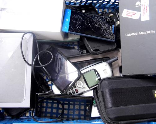 Joblot of mobile phones and 2 hard drives