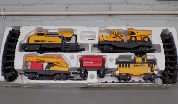 Caterpillar train, track & carriages, battery operated, no box