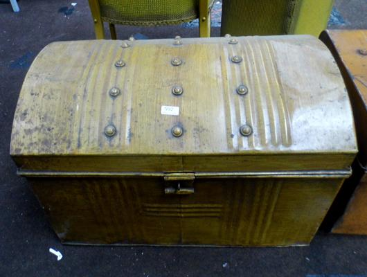 Metal travel trunk with bow top