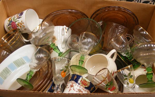 Box of mixed collectables, incl. coloured glass, china etc...