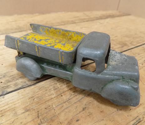 Pre-war, early series, Dinky tipping lorry, rare metal wheel issue