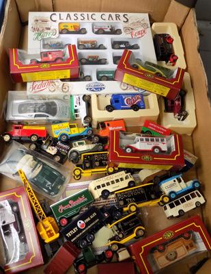 Box of boxed & loose diecast inc Ringtons models
