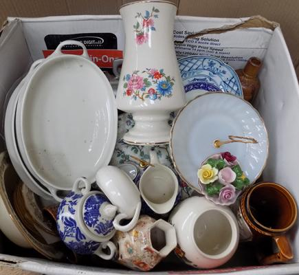 Box of ceramics,incl. Mid-Winter, Sadler, Meakin, various silver plate items + cake stands