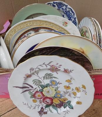 Box of mixed plates, incl. Spode