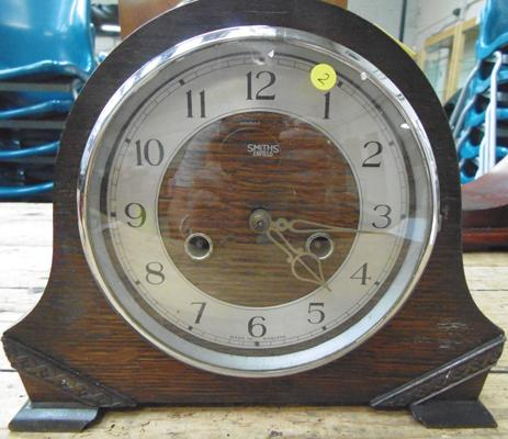 Circa 1930's Smiths mantle clock with key