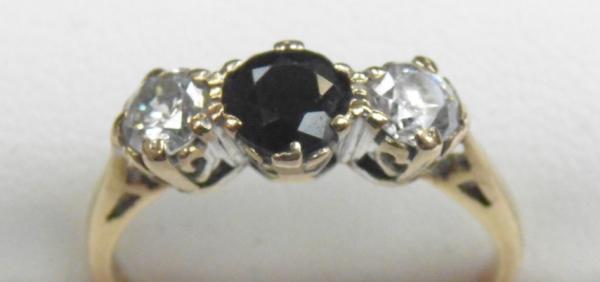9ct Gold sapphire trilogy ring size L1/2