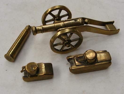 Military brass miniatures, incl. tanks & cannon