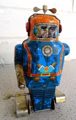 Vintage tinplate clockwork robot with key w/o (propeller spins when wound)
