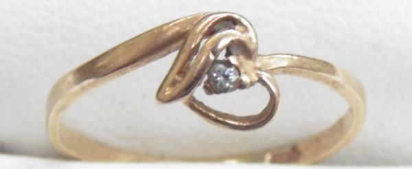14ct Gold & diamond heart ring size J