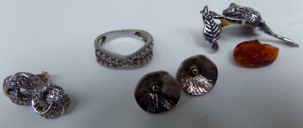 Selection of silver & crystal earrings, ring, silver & amber frog pendant (for repair) & earrings