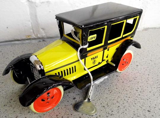 Vintage 1950's tinplate clockwork taxi with key-good condition