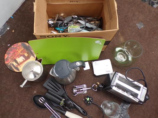 Box of various kitchen items, incl. kettle, toaster, cutlery - suitable for a student
