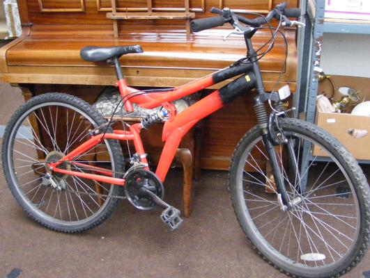 Red & black gent's mountain bike