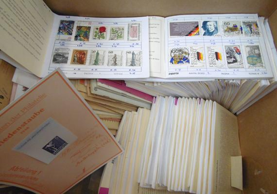 Large collection of over 100 books of stamps