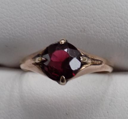 9ct Gold vintage garnet solitaire ring size J-electronically tested as gold