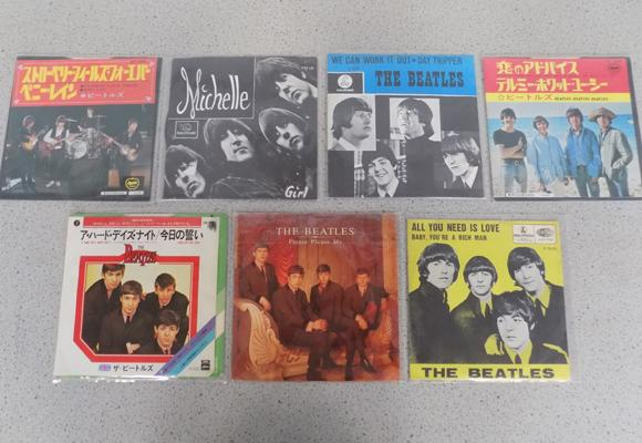 7 Beatles collectable singles, incl Japanese, Dutch & English