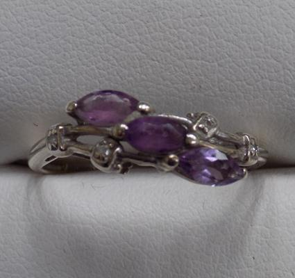 9ct White gold amethyst & diamond ring size P1/2