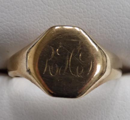 Vintage 9ct gold signet ring, Chester hallmark size R1/2