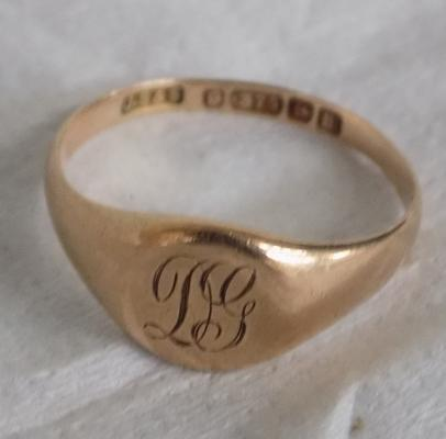 9ct Gold signet ring size P1/2