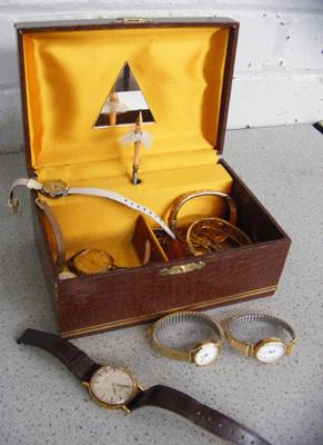 Japanese music jewellery box containing watches & costume jewellery