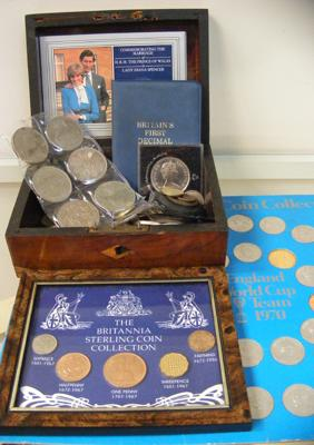 Assortment of collectable coins & crowns