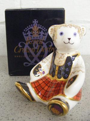 Royal Crown Derby Shona bear gold stopper paperweight