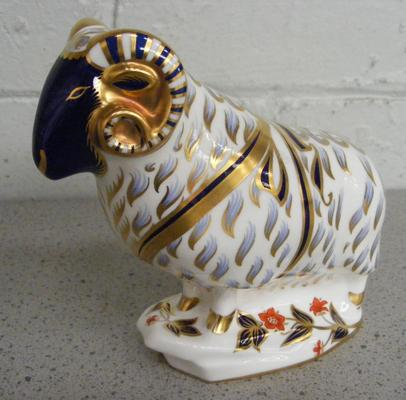 Royal Crown Derby ram gold stopper paperweight